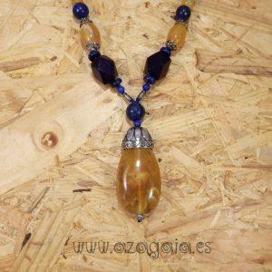 Collar piedra lapislázuli colgante resina de ámbar