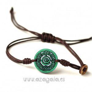 Pulsera celta espiral madera verde cordón hilo nudo macramé