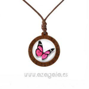Colgante de madera con mariposa