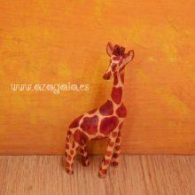 jirafa tallada en madera
