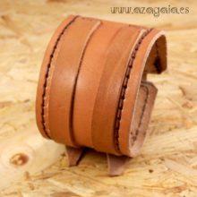 Pulsera muñequera cuero marrón claro con dos hebillas
